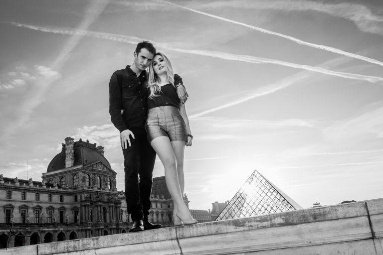 Love Session Paris Pyramides du Louvres