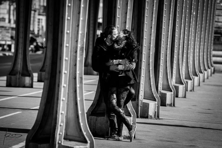 Séance engagement à Paris sur lepont Bir Hakeim - Love Session à Paris