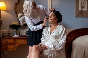 Préparation maquillage de la mariée au château
